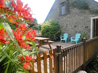 TREGONHAWKE FARM APARTMENT, comfortable, pet friendly, first-floor apartment