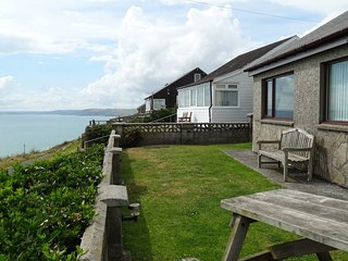 KINGSWOOD, pet friendly holiday home with sensational sea views. Millbrook 3.5 m