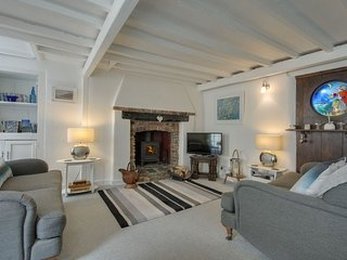 COUSHAM COTTAGE, 17th cent., Grade II listed, pet friendly cottage, close to bea