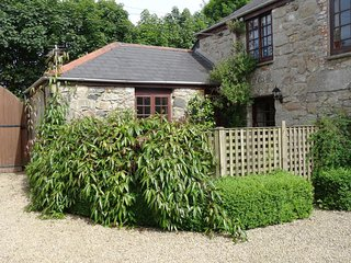 THE COTTAGE, pretty, pet friendly, single storey cottage with use of indoor swim