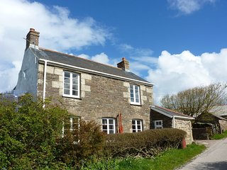 SPLATT HOUSE, traditional character cottage on north Cornish coast. Close to