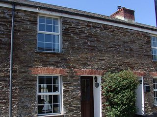 KINGFISHER COTTAGE, pretty, terraced cottage with views over the Camel estuary.