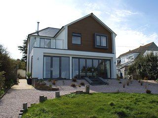 CASTLE VIEW, modern detached house with stunning views. In Port Isaac.