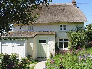 SUNSHINE ALLEY, thatched, characterful Grade II listed cottage, close to Coast