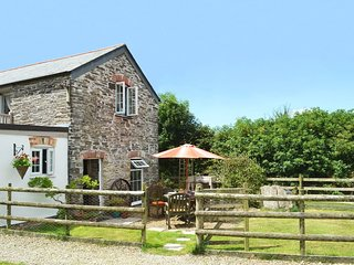 SWALLOWS BARN, delightful semi-detached barn conversion, close to the Camel Trai