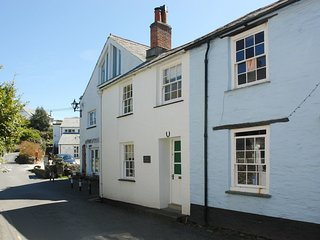 DUNN COTTAGE, smart and stylish cottage, short walk to village and harbour. In B