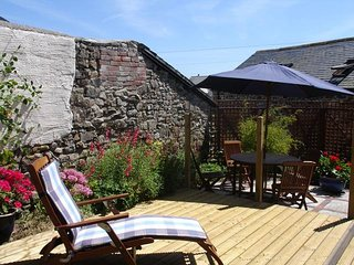 MILLERS COTTAGE, single-storey cottage on the edge of popular Cornish resort