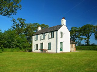 TREBURTLE COTTAGE, smart, comfy, detached house in very private, peaceful