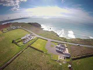 TREVOSE VIEW, spacious single-storey detached house on the coast. Stunning views