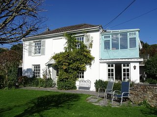 MOUNT PLEASANT, peaceful, detached house in popular Cornish harbour town, close
