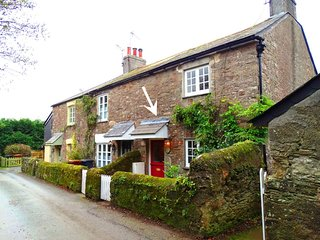 1 GABBERWELL COTTAGES, charming 18th century cottage with country views and wood