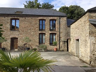 MIXIT COTTAGE, smart converted barn with indoor swimming pool and games room