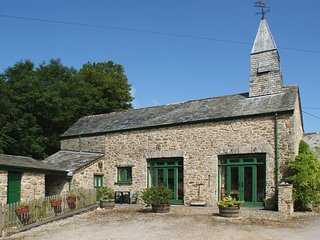 THE CLOCK HOUSE, cosy cottage with wood burning stove and magical 24 acre
