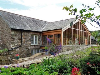 THE CIDER BARN AT HOME FARM, smart,  spacious converted barn on traditional Devo
