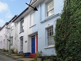 REGATTA HOUSE, river views, in Dartmouth, terrace garden, Ref 976236