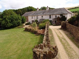 EAST BICKLEIGH, converted 17th century farmhouse with wood burning stove and