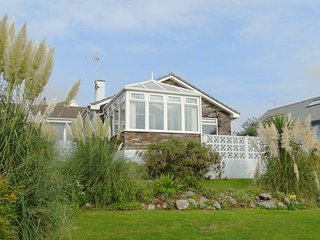 DRIFTERS, detached single-storey house with panoramic sea views, 150 yards from