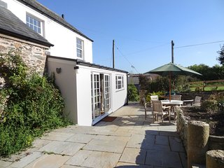 WITHYMORE COTTAGE, sunny, open plan cottage in tranquil setting on 170 acre