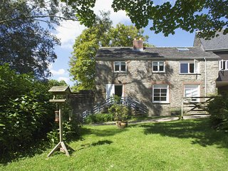 THE POTTERY, spacious cottage with wood burning stove in six acres. Aveton