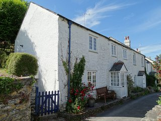 MOLLYS COTTAGE, pretty semi-detached cottage, 150 yards from river, pub and Coas