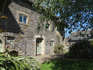 ST AUBYN HOUSE, large family house with games room and tennis court. Newton Ferr