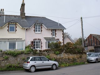 THE OLD POST OFFICE, Victorian cottage in quiet Devon village, close to