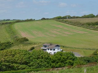 AYRMER HOUSE, stylish, spacious, house with panoramic views to the sea. In Ringm