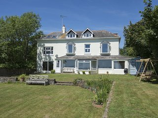LANDCOMBE COTTAGE, welcoming detached coastal house near Strete with spectacular