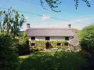 HOPE COTTAGE, pretty thatched Devon cottage, ideal for woodland and river walks.