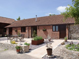 THE SHIPPEN, friendly, single storey cottage with big lawn, games barn and rural