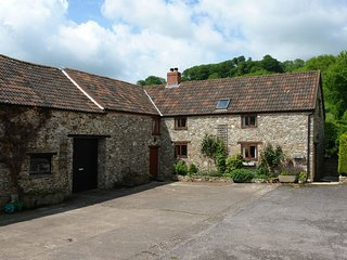 SWALLOWS COTTAGE, Welcoming, environmentally friendly farm cottage with wood bur
