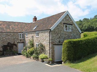 WHITCOMBE COTTAGE, environmentally friendly farm cottage with wood burning
