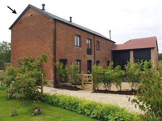 GROVE COTTAGE, smart cottage for two on Devon smallholding, surrounded by countr