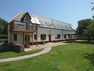 THE HAY LOFT, large wheelchair accessible house with wood burning stove and game