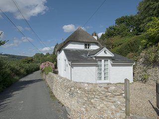 MARLBOROUGH COTTAGE, beautiful, thatched Grade II listed cottage. Beer 5 miles.