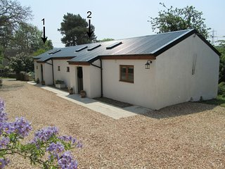 2 SHIPPEN COTTAGES, pretty cottage in hedgerow lanes with 10 acres of heath, woo