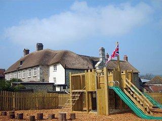 HORNSHAYNE FARMHOUSE, big, beautiful farmhouse with games barn, play equipment a