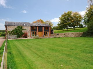 THE OLD LOG SHED, smart, stylish and peaceful converted former stables with tenn