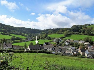 2 SMUGGLERS CLOSE, modern characterful house, close to beach in popular Devon