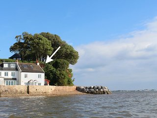1 THE QUAY, stylish waterfront cottage in Lympstone with super river views. In L