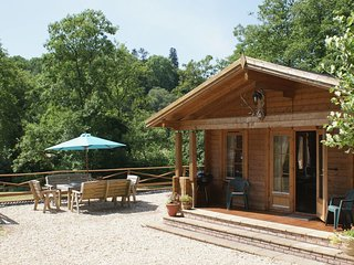 VALLEY LODGE, handsome lodge in secluded riverside meadow. Exebridge 2 miles.