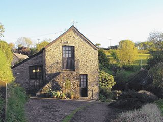 HEALE FARM COTTAGE, handsome stone built cottage with large gardens to explore.