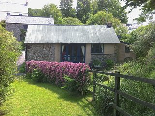 THE BOTHY, adorable and romantic, single-storey cottage with large gardens to ex