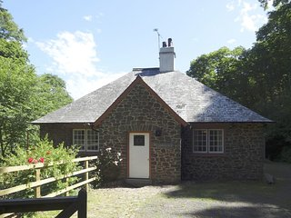 LOVELACE, peaceful Exmoor cottage with open fire in woodland setting. Porlock 2