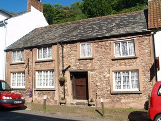 THE OVAL, beautifully upgraded historic cottage in pretty mediaeval Dunster.