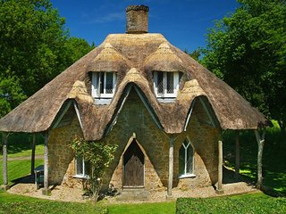 GINGERBREAD HOUSE, fairytale-style thatched cottage with open fire and woods