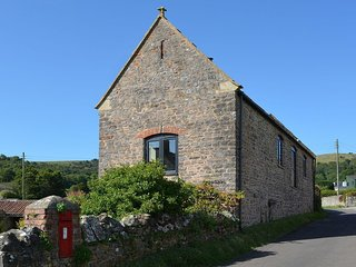 THE BARN, pretty Somerset cottage with lovely views to the Mendips. Cheddar 4 mi