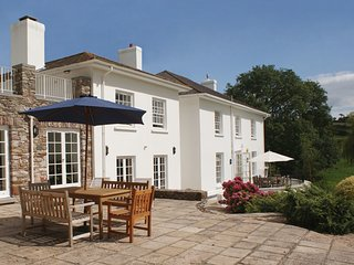 SANDRIDGE BARTON, magnificent Georgian home sleeping 12 with indoor pool and