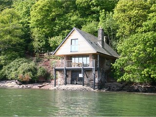 SANDRIDGE BOATHOUSE, unique and magical boathouse in a secluded, riverside setti