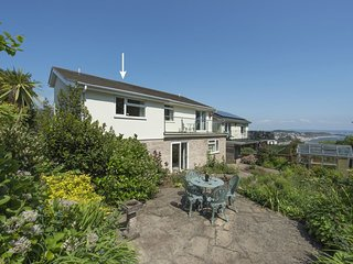 EXE VIEW, neat cottage for two with balcony and sea views. Dawlish 1 mile.
